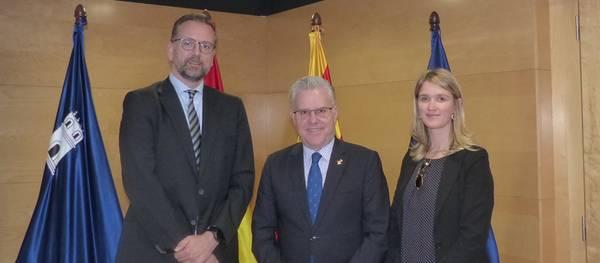 El cònsol general britànic a Barcelona visita l'Ajuntament de Salou