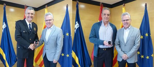 L'Ajuntament lliura el pin de plata a 2 Policies Locals de Salou pels seus 25 anys de servei