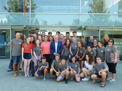 L'alcalde de Salou dóna la benvinguda a un grup de voluntaris irlandesos del programa Erasmus+