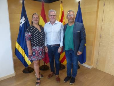L'alcalde de Salou, Pere Granados, rep al president de la Escuela de Flamenco de Andalucía