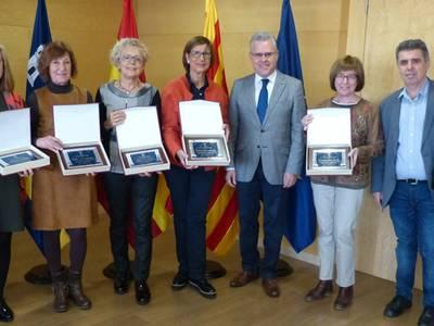 L'alcalde lliura unes plaques a cinc professores de l'Escola Elisabeth en motiu de la seva jubilació