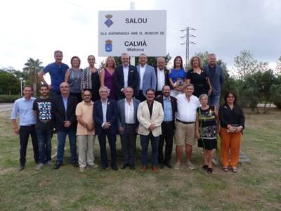 Salou ja llueix la placa de l'agermanament amb el municipi de Calvià, a Mallorca