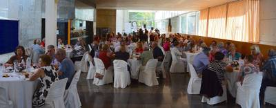 El dinar homenatge a la gent gran de Salou, celebrat avui al TAS, ha reunit 260 persones