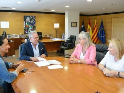 L'alcalde Pere Granados es reuneix amb el Grup de Dones per parlar sobre el futur Casal de la Dona