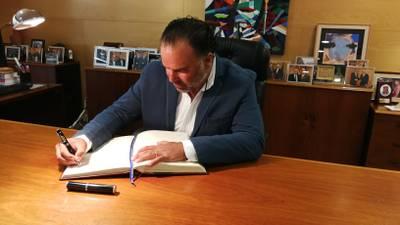 firma del llibre d'honor.jpg