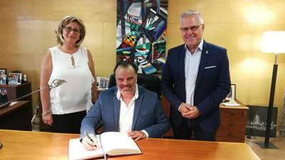 firma del llibre.jpg