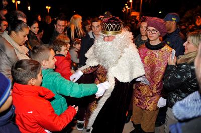 Els Reis d'Orient i la seva comitiva arriben dissabte a Salou carregats de regals