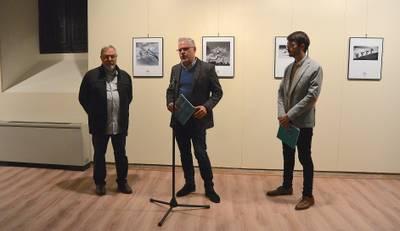 L'alcalde de Salou, Pere Granados, inaugura la mostra FOTOSPORT 2018 a la Torre Vella