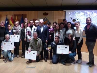 La colla 'Molta Festa' guanya el Confeti d'or com millor comparsa al Cós Blanc, el premi a la carretel·la se l'emporta El Grup Esplai Salou i la colla 'Confetti' guanya en categoria de disfressa