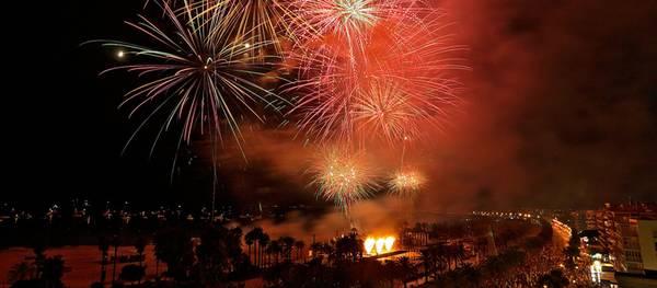 Les Nits Daurades de Salou arriben al seu gran dia amb la processó i el gran castell de focs