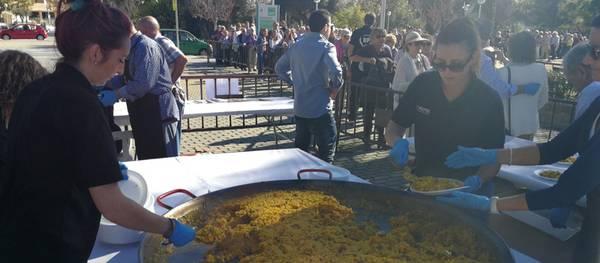 Salou celebra el dia de la Segregació amb una gran paella popular