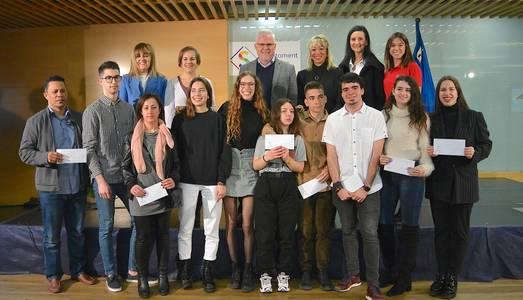 L'Ajuntament de Salou lliura 10 beques universitàries per reconèixer els estudiants del municipi que han tingut el millor rendiment acadèmic