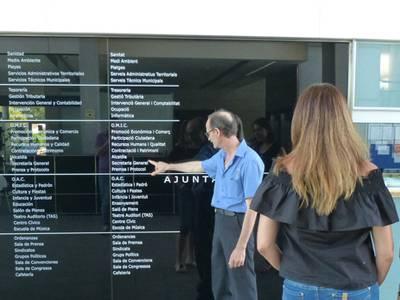 L'Ajuntament incorpora retolació trilingüe a les seves dependències municipals