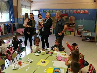 L'alcalde de Salou visita l'escola Europa del municipi