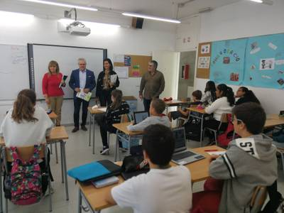 L'alcalde de Salou visita l'Institut Jaume I