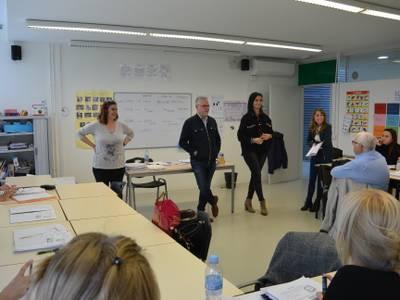 L'alcalde Pere Granados i la regidora de Serveis Educatius, Julia Gómez, visiten l'alumnat del Centre Atenea de Salou
