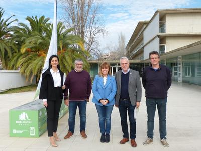 L'alcalde Pere Granados i la regidora de Serveis Educatius, Julia Gómez, visiten l'Institut Jaume I, per tal de conèixer els nous projectes del centre