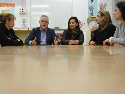 L'alcalde Pere Granados i la regidora Julia Gómez visiten l'Escola Salou