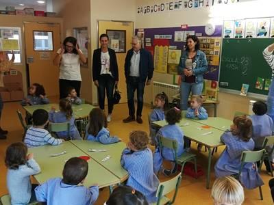 L'alcalde, Pere Granados, visita les escoles Salou i Vora Mar durant aquest inici de curs