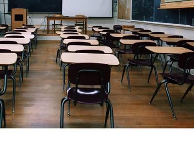 La regidoria d'Ensenyament obre la convocatòria per subvencionar llibres, transport escolar, estudis universitaris i beques per a les llars d'infants