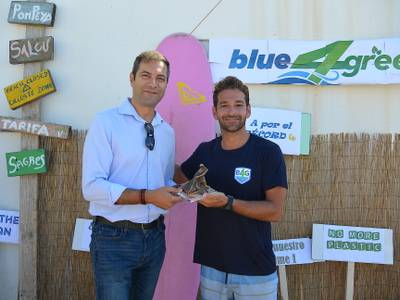 Lucas del Paso rep una càlida benvinguda al Nàutic de Salou, en l'intent de batre el rècord Guinness muntat en la seva moto d'aigua
