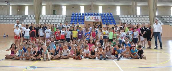 150 nens i nenes gaudeixen de l'estiu a l'Escola Esportiva de Salou