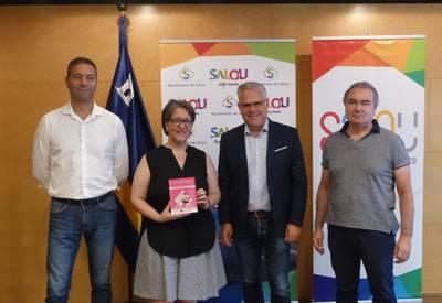 L'Olga Sánchez, del Mesón Restaurant Pa i Oli, rep el premi al millor servei.JPG