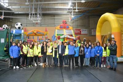 L'alcalde Pere Granados i la regidora Julia Gómez visiten l'equip de 42 monitors i voluntaris de l'Espai Xic'S Parc de Nadal de Salou