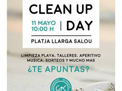 """Dues-centes persones se sumen a la jornada de voluntariat  """"Let's Clean Up Europe!"""" a la platja Llarga de Salou"""
