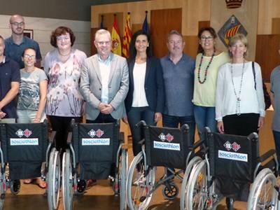 Els organitzadors de l'esdeveniment solidari Sosciathlon donen 6 cadires de rodes a les escoles de Salou