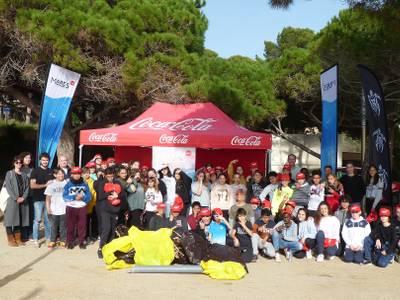 L'Institut Marta Mata recull 72,3 kg de residus a la Platja Llarga de Salou, amb la coordinació de l'ONG Xaloc