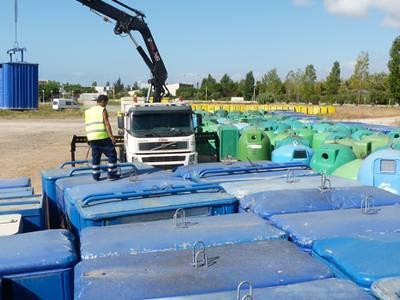 La regidoria de Medi Ambient dóna una segona vida als contenidors que es van substituir