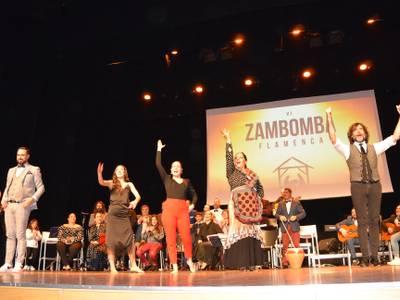 Més de 500 persones omplen el Teatre Auditori de Salou per vibrar amb la VI edició de la Zambomba Flamenca