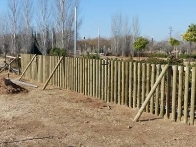 Salou està instal·lant una àrea lúdica per a gossos a la zona verda de l'Avinguda del Dr. Eduard Punset