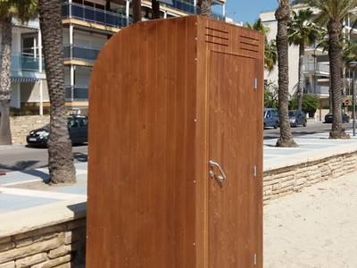 Salou millora els lavabos Poly-Klyn de les platges de llevant i ponent