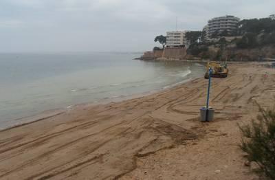 Salou restitueix i protegeix la sorra de les seves platges