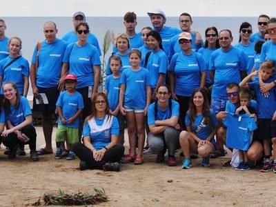 Un gran granet de sorra per la conservació del litoral salouenc gràcies a uns quaranta voluntaris i Decathlon