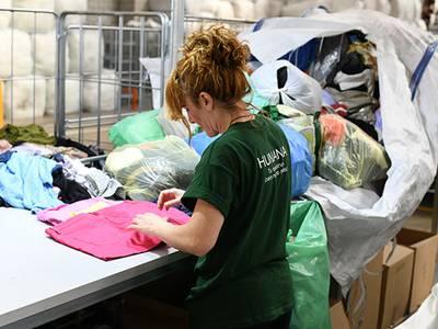 Humana recupera gairebé 60 tones de tèxtil usat a Salou per a donar-les una finalitat social
