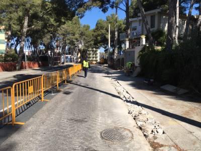 L'Ajuntament inicia les obres de construcció d'un tram de vorera a la carretera de la Costa