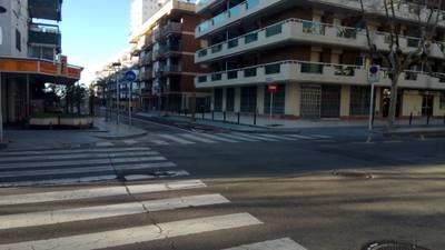 L'Ajuntament millorarà l'accessibilitat de la vorera est del carrer de Josep Carner i remodelarà la cruïlla entre els carrers Major i de Josep Carner