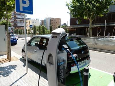Salou ja ofereix un doble punt de recàrrega pels vehicles elèctrics
