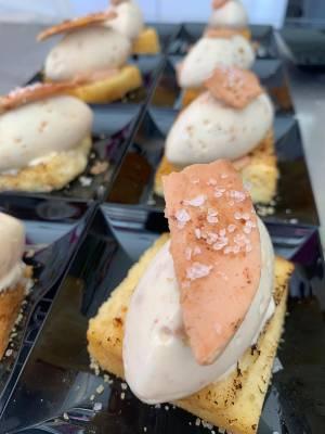 La Ibense Torrija amb gelat de torró, foie i Sal Maldon.jpeg