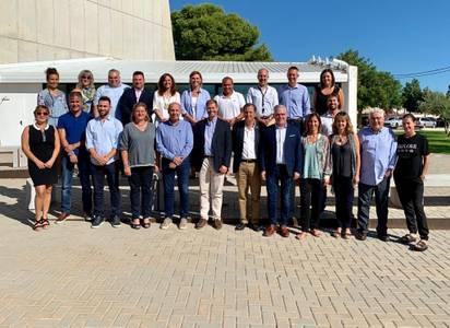 L'alcalde de Salou, Pere Granados, manté una reunió de treball amb el nou equip de l'Estació Nàutica