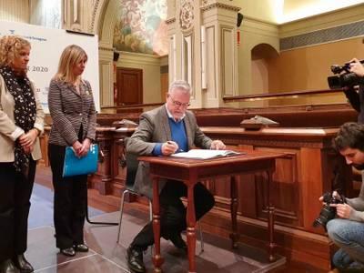 L'alcalde i president del Patronat Municipal de Turisme, Pere Granados, signa el conveni Corner 2020 per promoure Salou i la Costa Daurada, turísticament