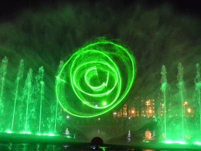 Salou estrena el nou espectacle de les Fonts Cibernètiques davant de centenars de persones