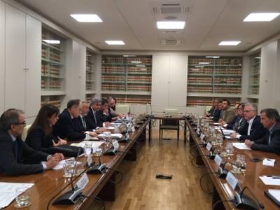 Els alcaldes arrenquen el compromís d'Adif de desmantellar la via un cop entri en funcionament el Corredor del Mediterrani