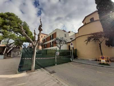 Els treballs inicials de desmuntatge per a la futura demolició de l'Hostal Bona Estada de Salou ja han començat