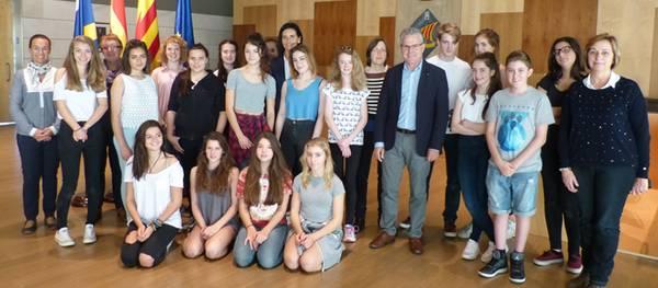 Alumnes de l'escola Saint Bartholomew's School de Newbury visiten l'Ajuntament de Salou