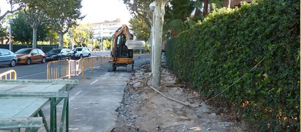 Comencen els treballs d'ampliació de la vorera de la Via Roma