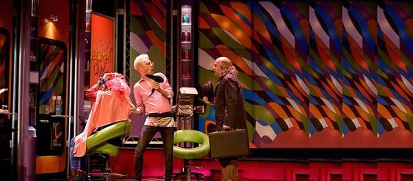 Dissabte el teatre de Salou pujarà el teló per convertir-se en una perruqueria a la comèdia Pels pèls